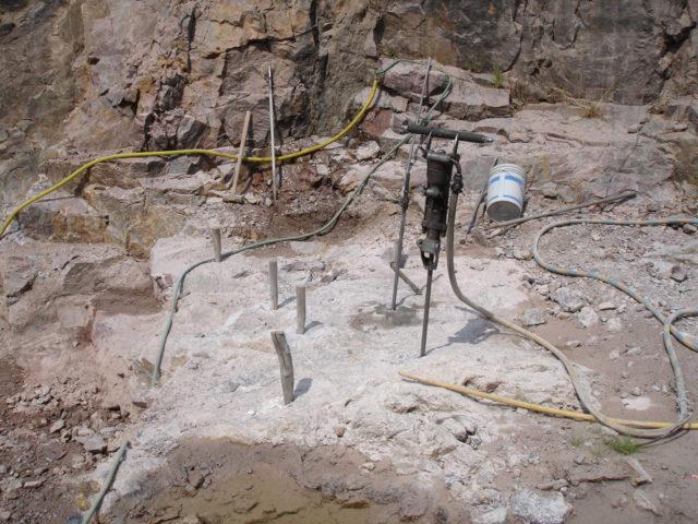 アメシスト岩脈の掘削