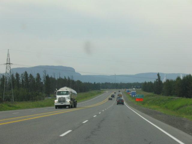 サンダーベイに着く前にHWY17から見えるマウントマッケイ
